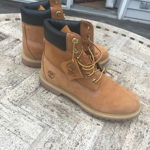 LIGHTLY USED TIMBERLAND BOOTS